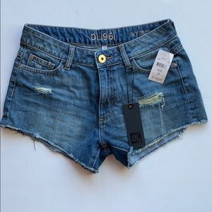 NWT DL1961 Ivy denim shorts, size 26